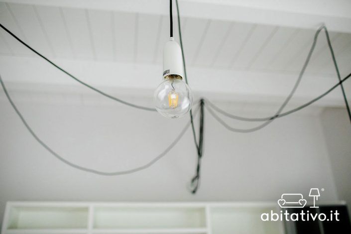 lampadario con lampadine sospese