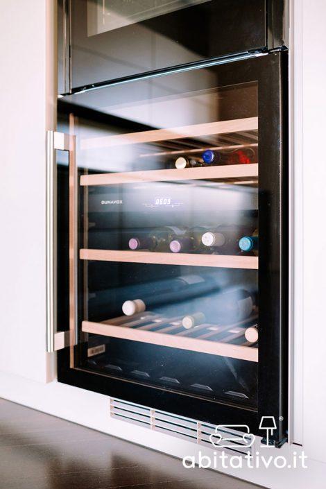 mobile cucina con cantinetta da vino