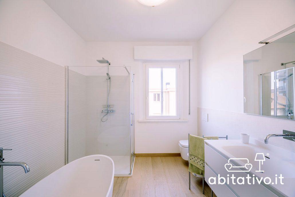 ristrutturare bagno arredo bianco