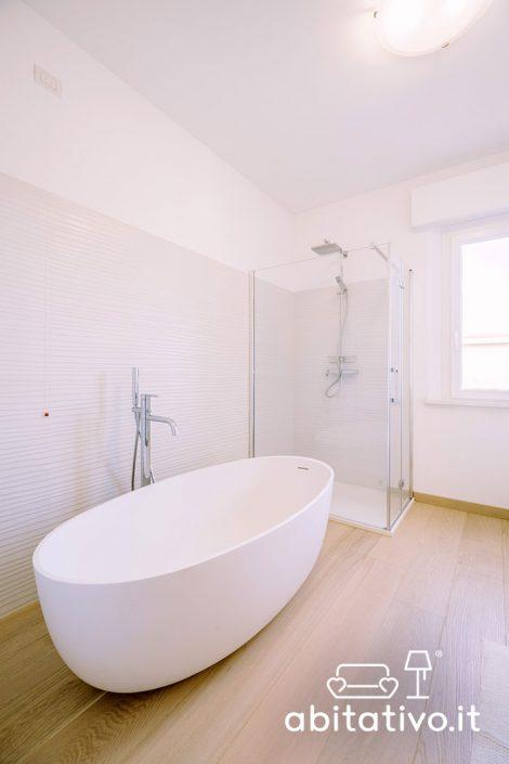 doccia e vasca bagno moderno