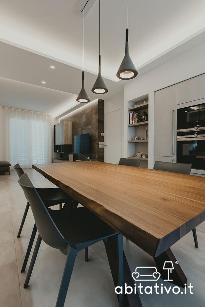tavolo e sedie stile industiale