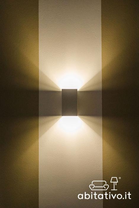 applique luce sopra e sotto
