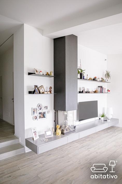caminetto verticale moderno
