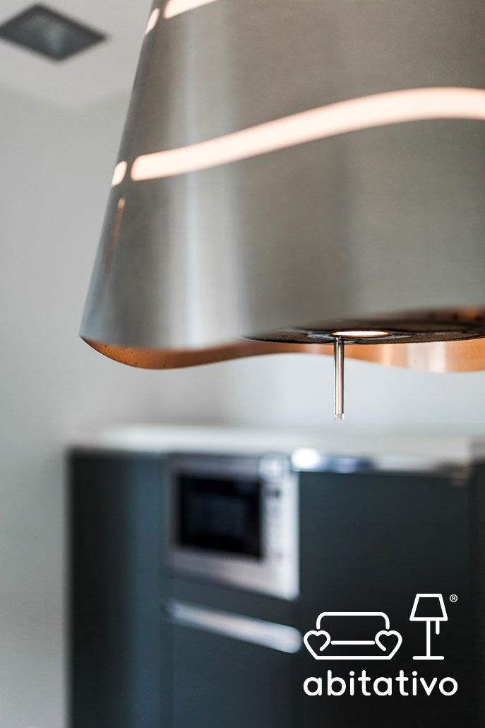 dettaglio cucina in acciaio