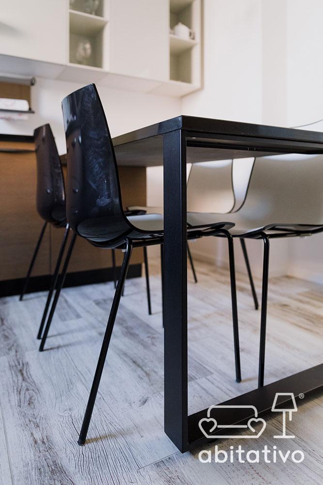 tavolo di metallo nero