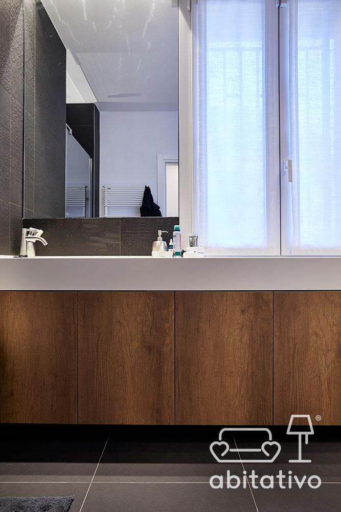 mobile bagno bianco e legno