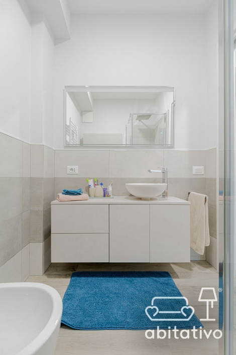 mobile bagno con cassetti e ante