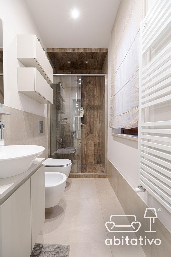 bagno stretto e lungo moderno