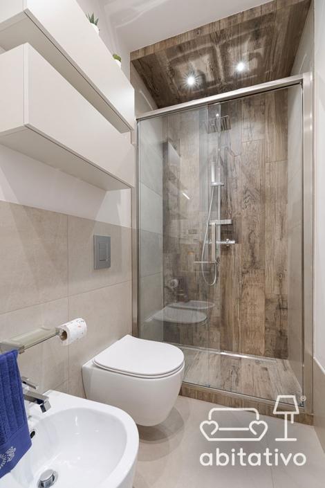 rivestimento doccia effetto legno