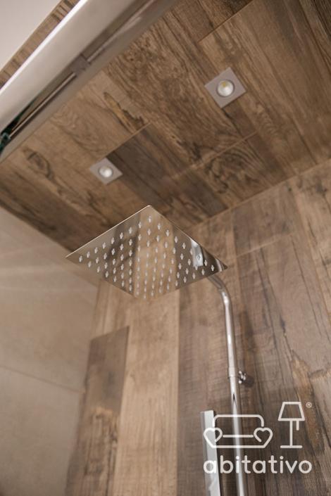 rivestimento doccia in legno