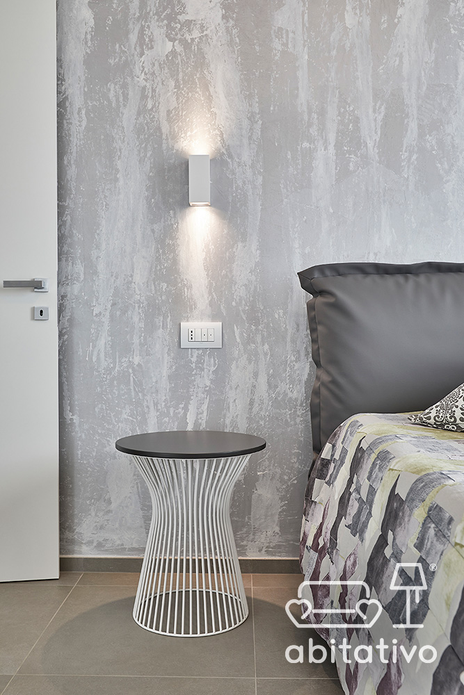 comodino design metallo bianco e grigio