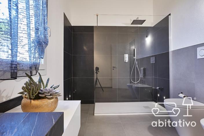 scegliere piastrelle doccia
