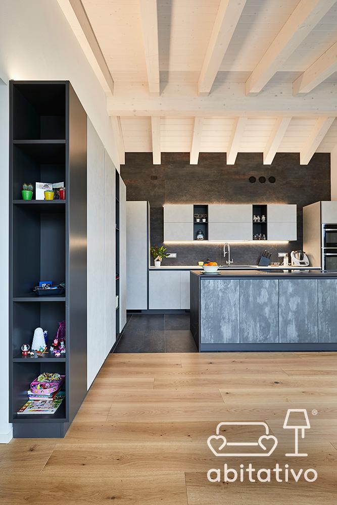 mobile con mensole parete cucina
