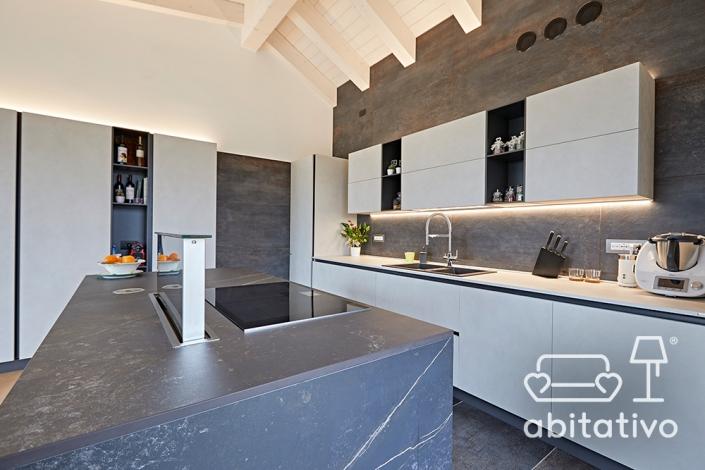 rivestimenti cucina grigio scuro