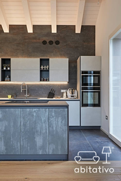 materiali per arredo cucina bianco e grigio