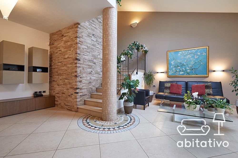 rivestimento decorativo colonna soggiorno