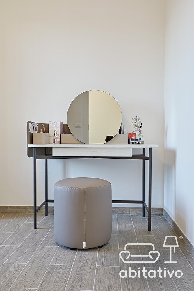tavolino moderno con specchio