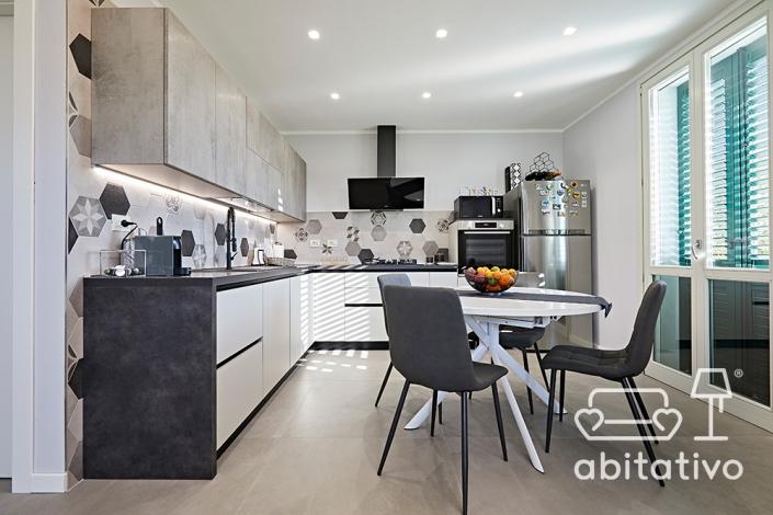 arredo cucina moderna bianco e grigio