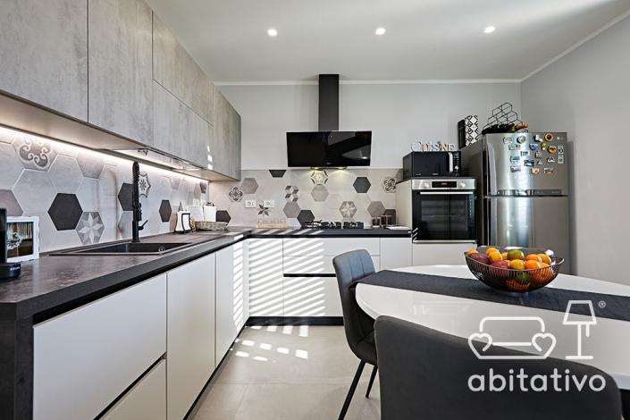 scegliere piastrelle per cucina bianca e nera