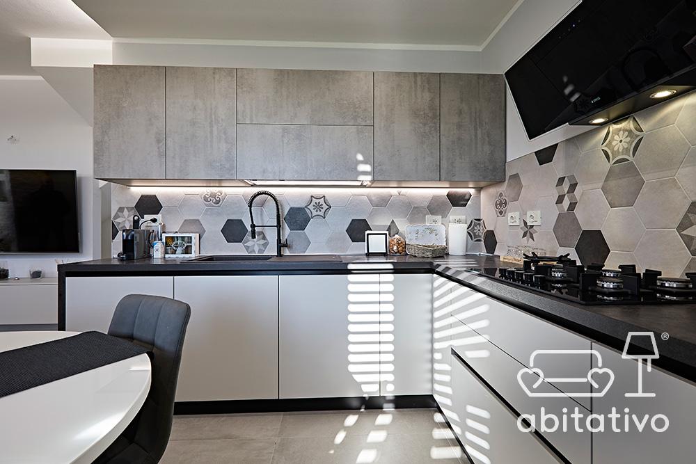 cucina bianca e nera opaca