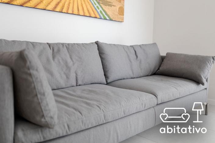 divano due posti tessuto grigio