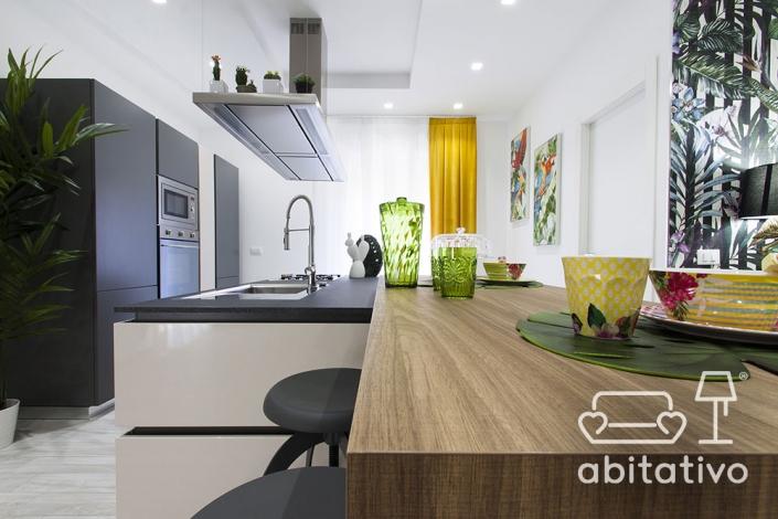 cucina bianco nero e legno