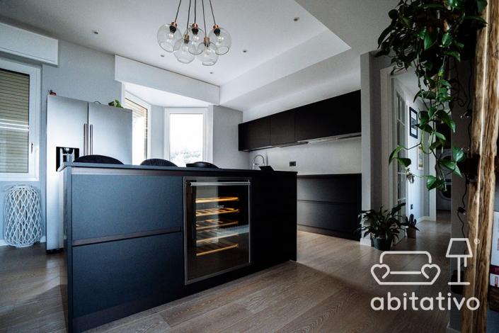 arredamento cucina scura elegante
