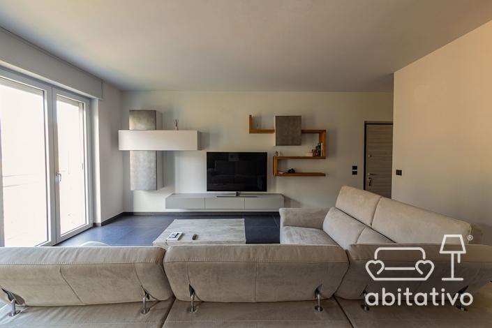 parete soggiorno con mobili sospesi