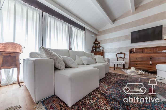 arredamento soggiorno mix moderno e antico