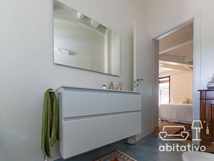 mobile bagno sospeso con cassetti