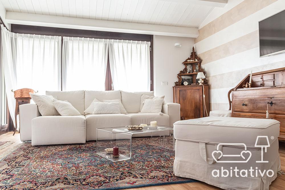 soggiorno con arredo classico e moderno