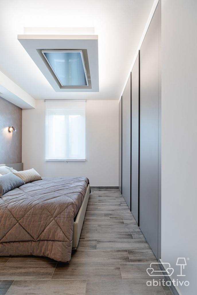 supporto tv da soffitto per camera da letto