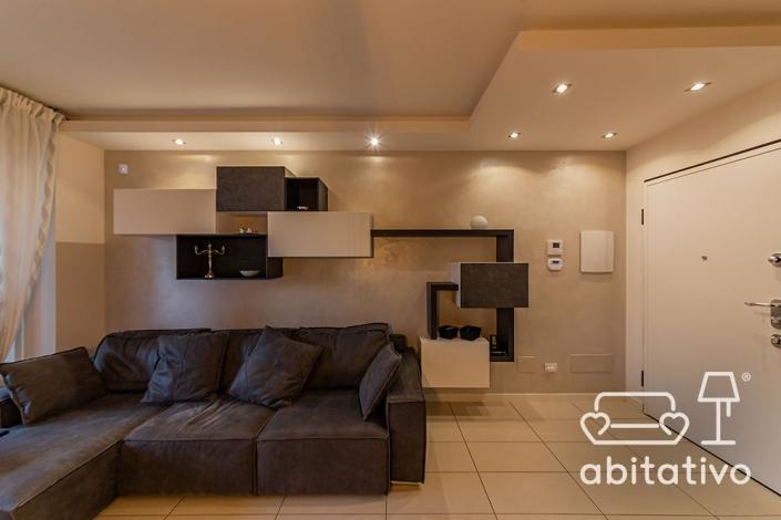 soggiorno moderno con controsoffitto