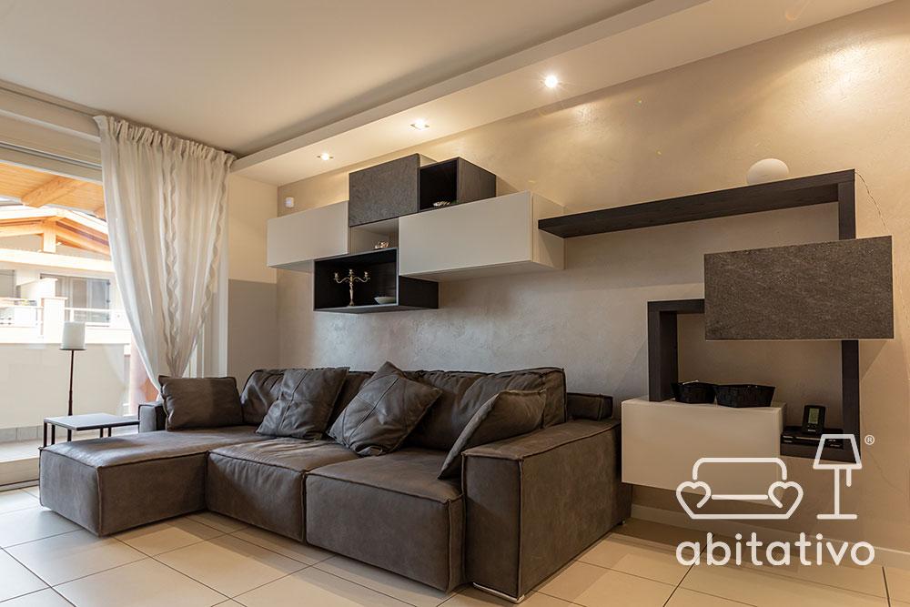 composizione mobili sopra a divano