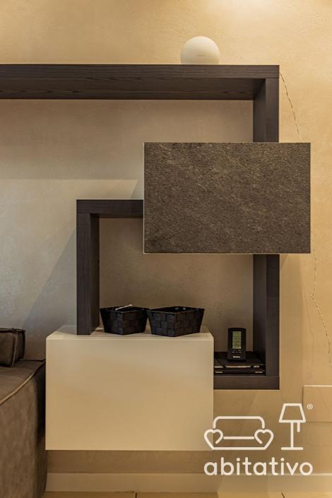 dettaglio composizione mobili in soggiorno