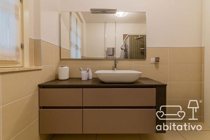 bagno moderno toni del beige