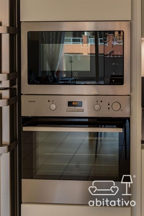 cucina con colonna forno e microonde