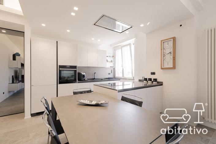 tavolo moderno per cucina con penisola