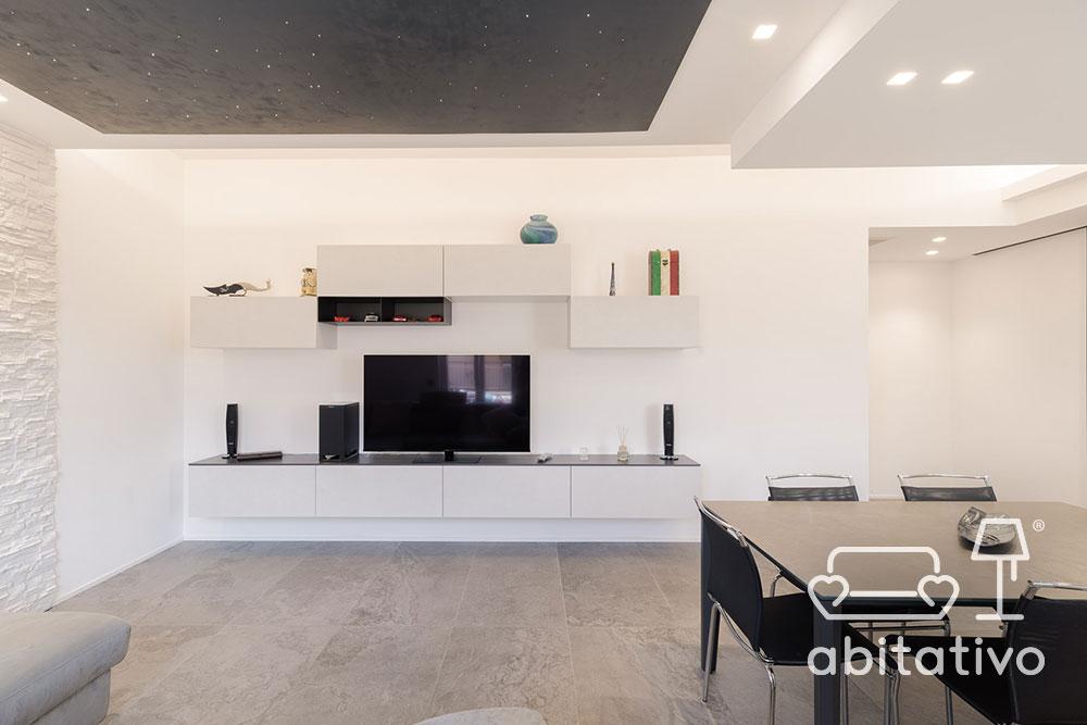 soggiorno moderno open space con tavolo cucina