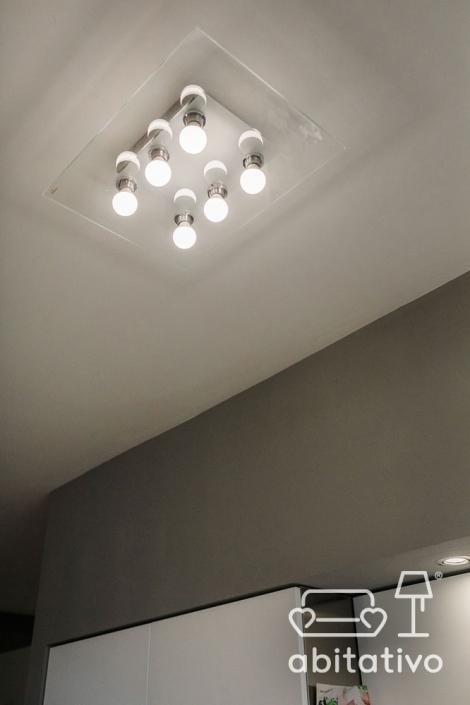lampadario da soffitto di vetro con lampadine
