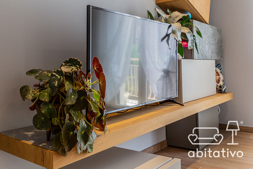 piano televisione legno chiaro