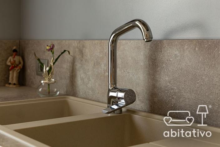 rubinetto lavandino di acciaio