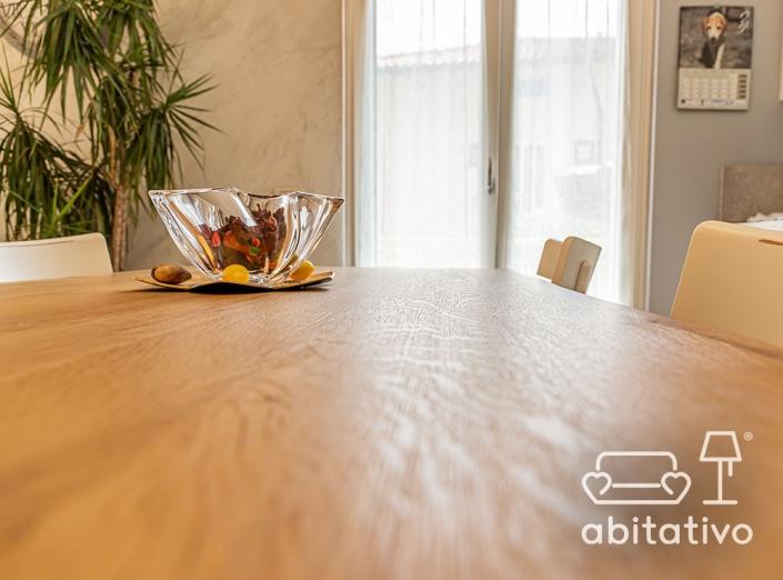 tavolo da pranzo di legno chiaro