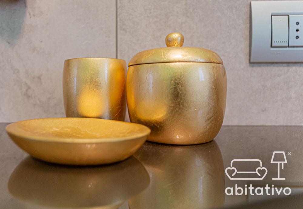 componenti di arredo oro per bagno