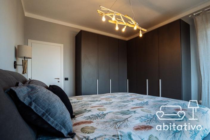 armadio angolo camera da letto