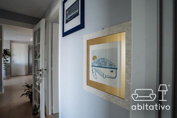 decorazione pareti corridoio appartamento