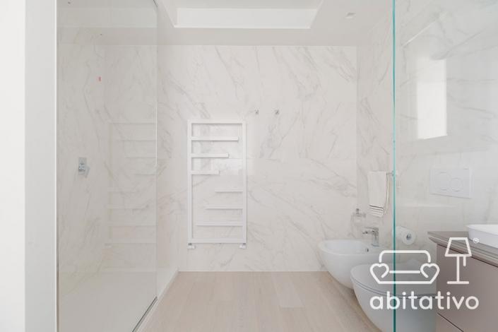 pareti marmo bagno