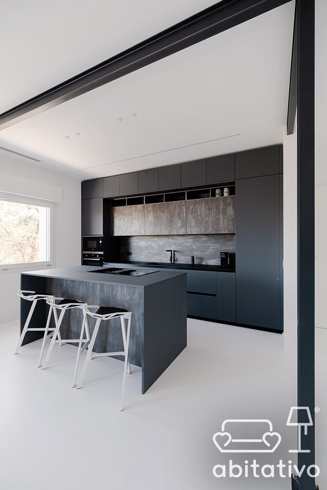 cucina lineare con isola