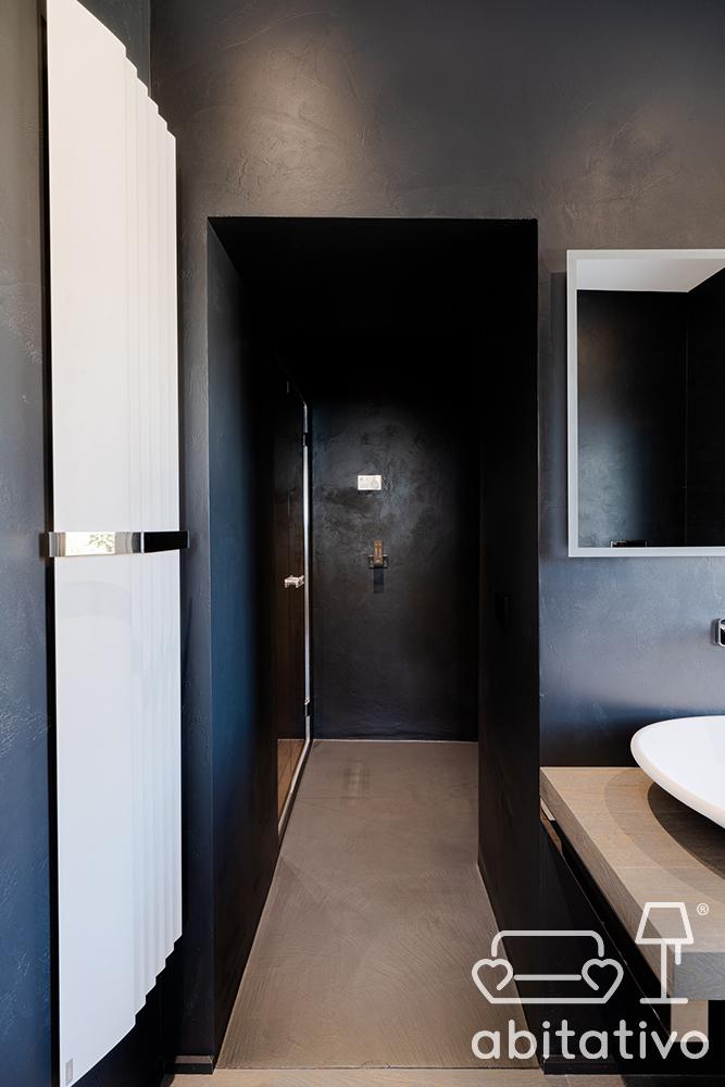 bagno nero stile minimale